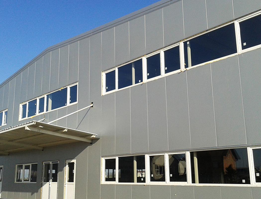 fabrika calex slovenija alphaline stolarija montaža
